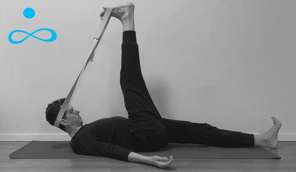 תרגול יוגה הארכת שרירי ירך אחוריים המסטרינגס